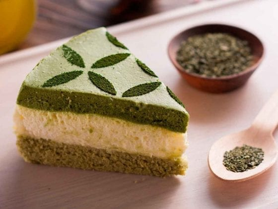 Ein Stück Matcha-Kuchen