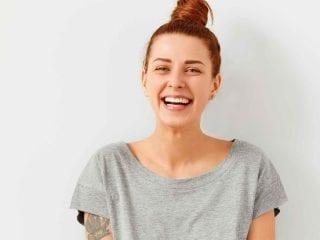 Ein lachendes Maedchen