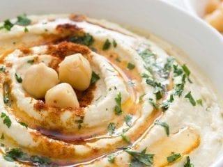 Hummusbrei schön angerichtet