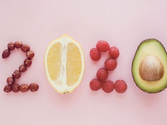 Die Zahl 2020 mit Lebensmitteln geformt